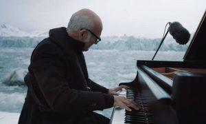 Итальянский композитор исполнил свое произведение в открытом океане вблизи тающего ледника