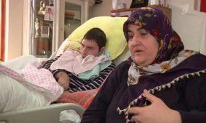 4 года турчанка выхаживает молодого человека из России, который попал под машину
