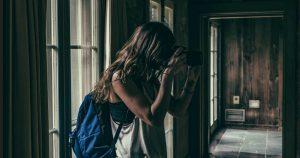 Девушка нашла в лесу этот жуткий заброшенный дом. Перешагнув порог, она поняла, ее жизнь навсегда изменилась!