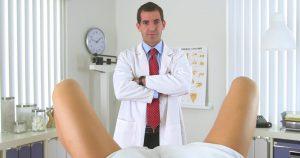 Ее гинеколог был поражен, когда увидел это. Вход только для женщин!