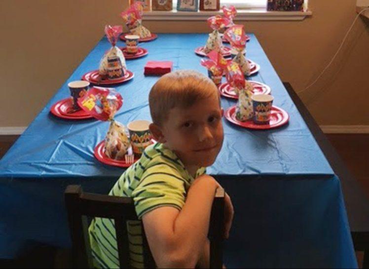 Одноклассники отказались придти к нему на День рождения…Но взгляните, как поступила мудрая бабушка!