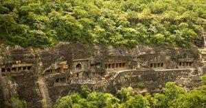 Мужчина преследовал тигра в горах и наткнулся на эту пещеру, заглянув внутрь, он замер на месте от изумления