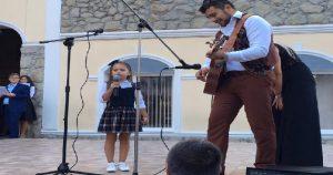 Вы только послушайте как эта девочка поет, сердце замирает от ее невероятного голоса!
