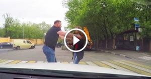 Водитель чуть не сбил девушку на переходе. Посмотрите, как она наказала автохама!