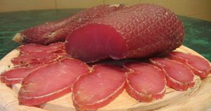 Вкусное и нежное вяленое мясо по очень простому рецепту! Попробовав домашнее, никогда не будете покупать больше!