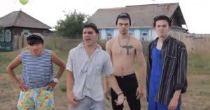 Прикольный клип «Хорошо в деревне» в исполнении сельских парней!