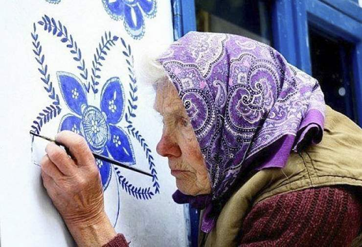 90-летняя художница превратила целую деревню в произведение искусства.