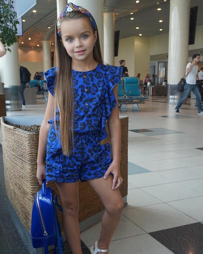 Самая красивая девочка в мире пошла в школу. Ее фото восхищают Сеть.