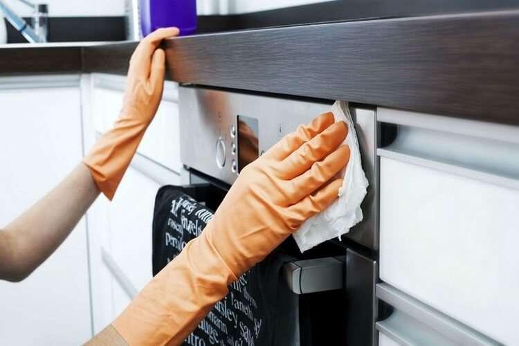 5 быстрых способов очистить кухонные шкафчики от жирного налета.