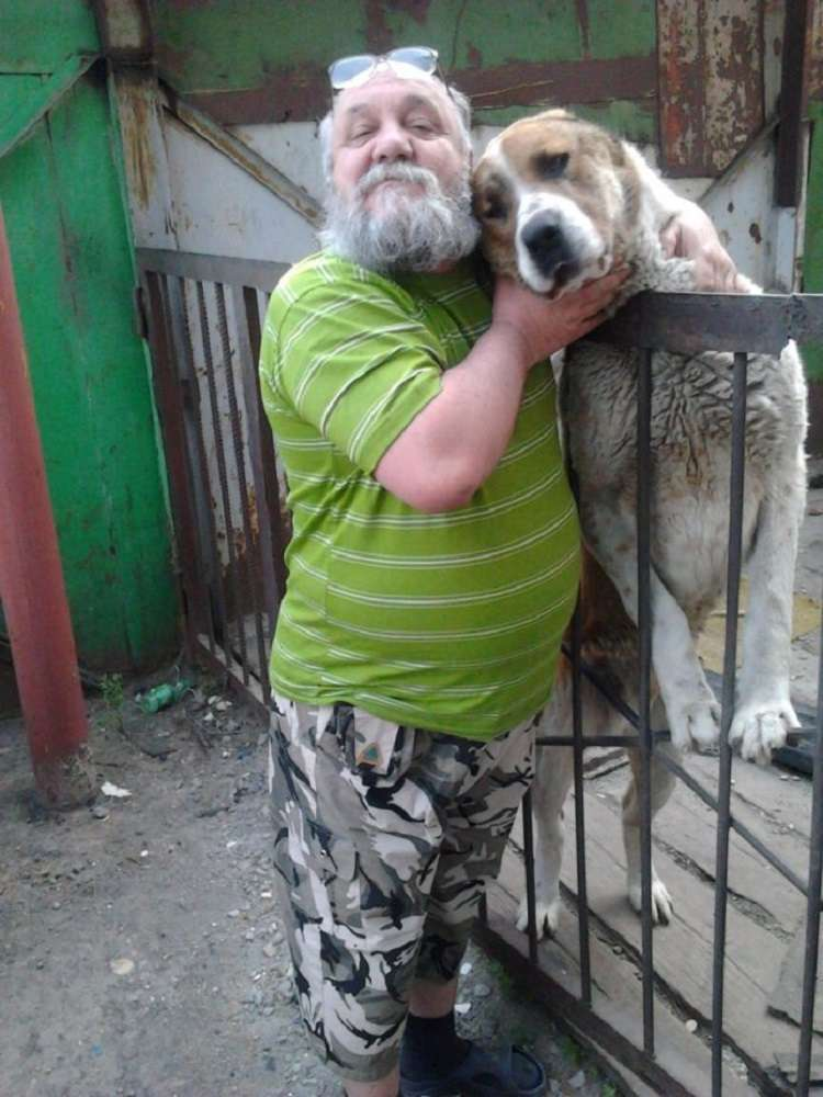 Как там мой Пес… Мужчина налил ведро воды и вышел во двор, жара на солнце была градусов 45-47 и это в холодной Сибири!