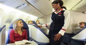 В самолете женщина отказалась сидеть рядом с чернокожим мужчиной. Капитан решил вопрос по-своему