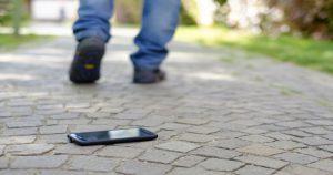 Почему не стоит возвращать найденные телефоны