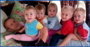 После смерти жены отец в одиночку растил 6 детей и судьба преподнесла ему сюрприз