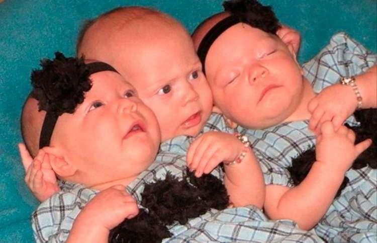 Бездетная пара усыновляет тройню, а затем получает новости