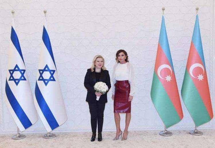 Первая леди Азербайджана затмила икону стиля Меланию Трамп. Вот как она выглядит