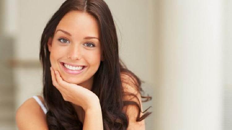 Жена стоматолога научила меня устранять зубной камень и отбеливать зубы за считаные минуты