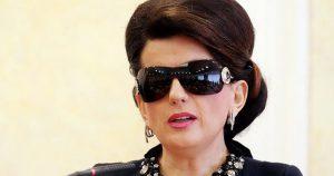 Диана Гурцкая на самом деле здорова, а очки — часть хорошо продуманного имиджа, считают недоброжелатели