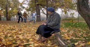 Бездомная бабушка спасла моего малыша и рассказала свою грустную историю