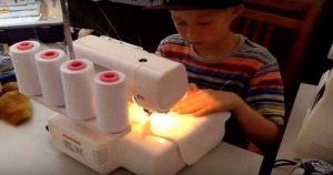 9-летний мальчик попросил себе швейную машинку. Родители и не догадывались, зачем
