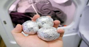 Если бросить в стиральную машину шарик из фольги — действие порошка усилится