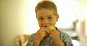 Одноклассник дочери доедал остатки школьных обедов. А вскоре, состоялось родительское собрание.