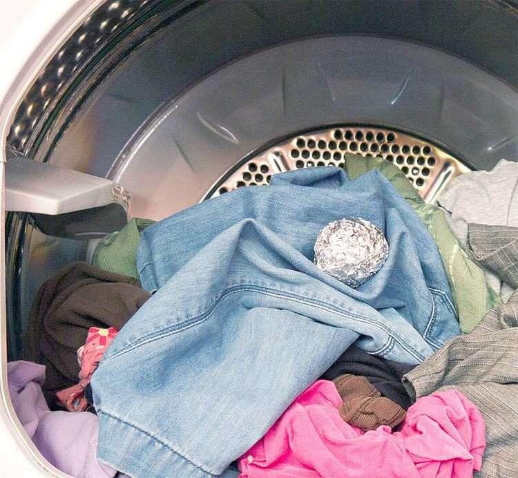 Что будет, если бросить в стиральную машину шарик из фольги — результат просто поразительный