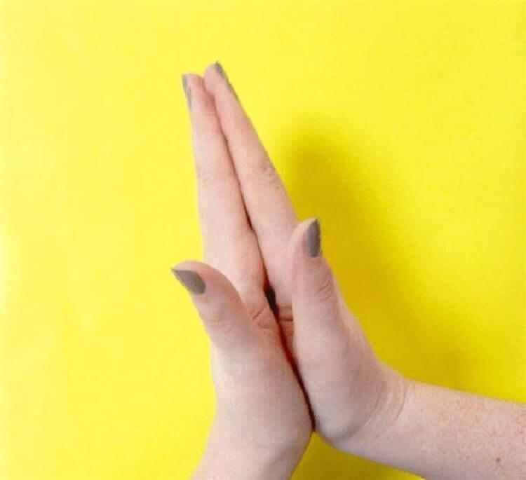 Попробуйте потянуть свой безымянный палец в течение 20 секунд