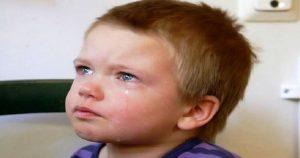 Санька лежал и рыдал на кровати в комнате детдома… Ему было всего 4 года и он не понимал, куда пропали его мама и папа
