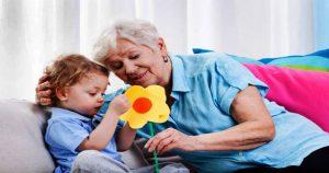 Плачу маме за то, что она сидит с внуком. Это нормально?