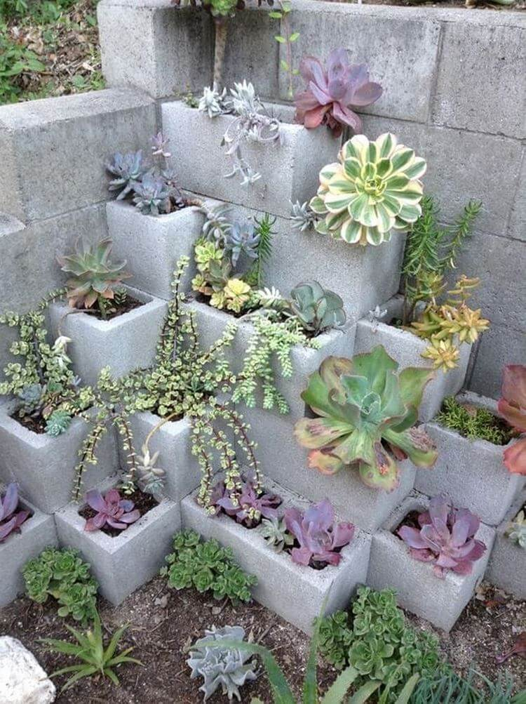 Если на даче остались лишние бетонные блоки. Новые идеи!
