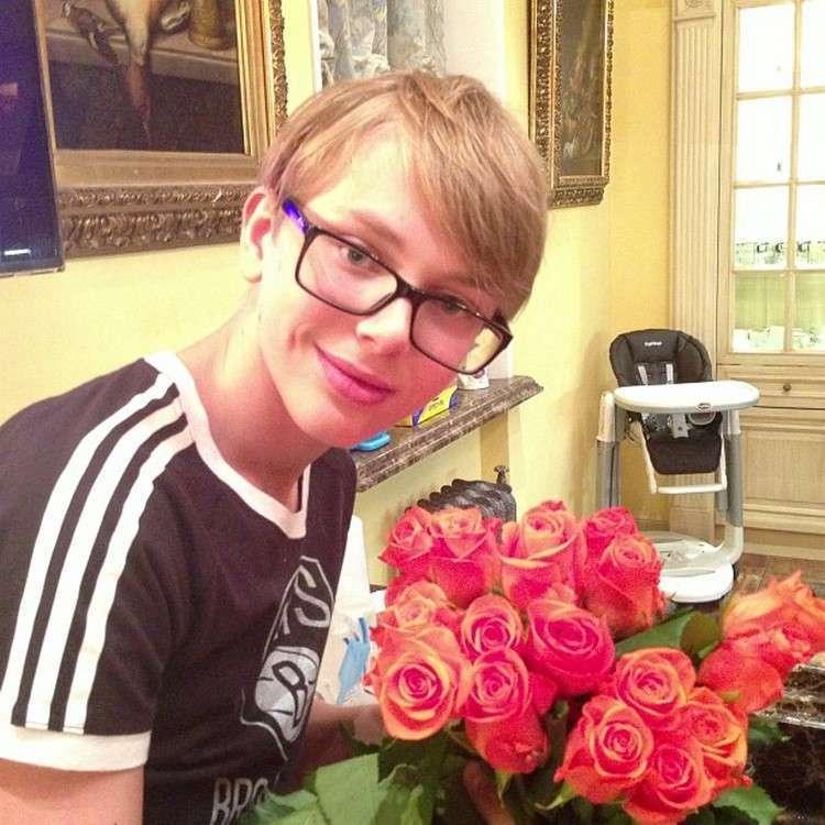 Дени Байсаров подрос и превратился в настоящего красавца