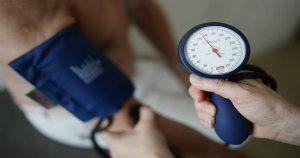 Как быстро снизить давление без таблеток? Полезные советы