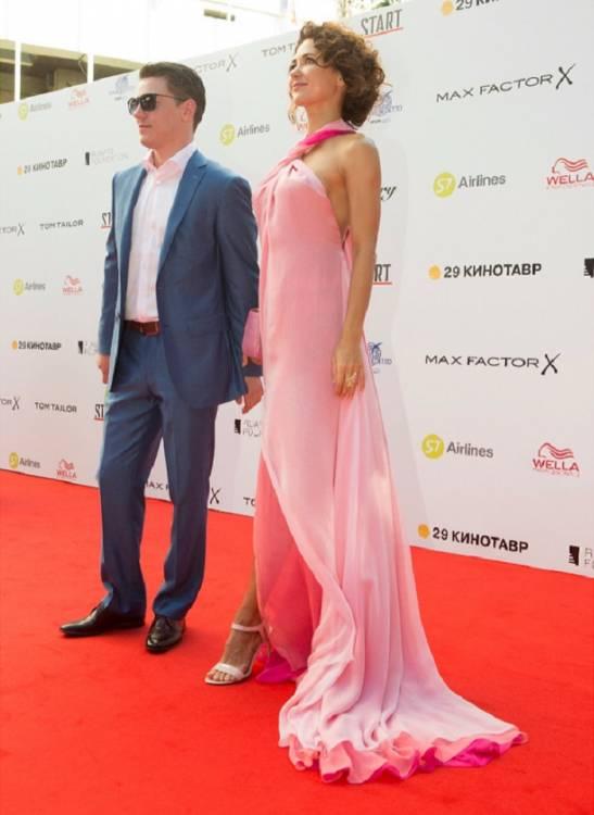 «Богиня! Нимфа!»: Екатерина Климова в легком полупрозрачном платье утерла нос самой Ольге Бузовой