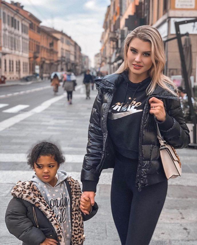 Эта пара показала свою 8-летнюю дочь — теперь от малышки в восторге весь Интернет