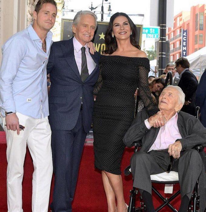 Кирк Дуглас поздравил супругу со 100-летним юбилеем