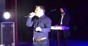 В России на концерте певец начал петь украинскую песню. Посмотрите на реакцию зала