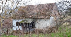 Молодая семья купила и обустроила заброшенный дом и теперь живет как в сказке