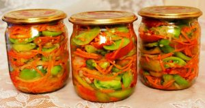 Салат из зеленых томатов с морковью, луком и горчицей на зиму