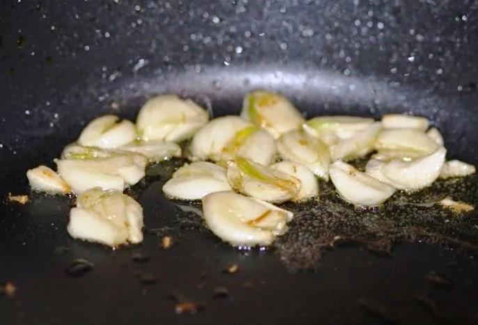 Хитрость, которая делает жареную рыбу в разы ароматнее и вкуснее