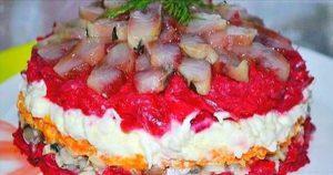Обалденный салат с сельдью, даже вкуснее, чем привычная нам «селедка в шубе»
