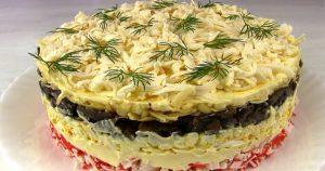 Крабовый салат «Званый ужин» с грибами и сыром