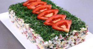 Салат с копченой колбасой и маринованными грибами
