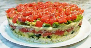 Салат «Суши» с красной рыбой и авокадо