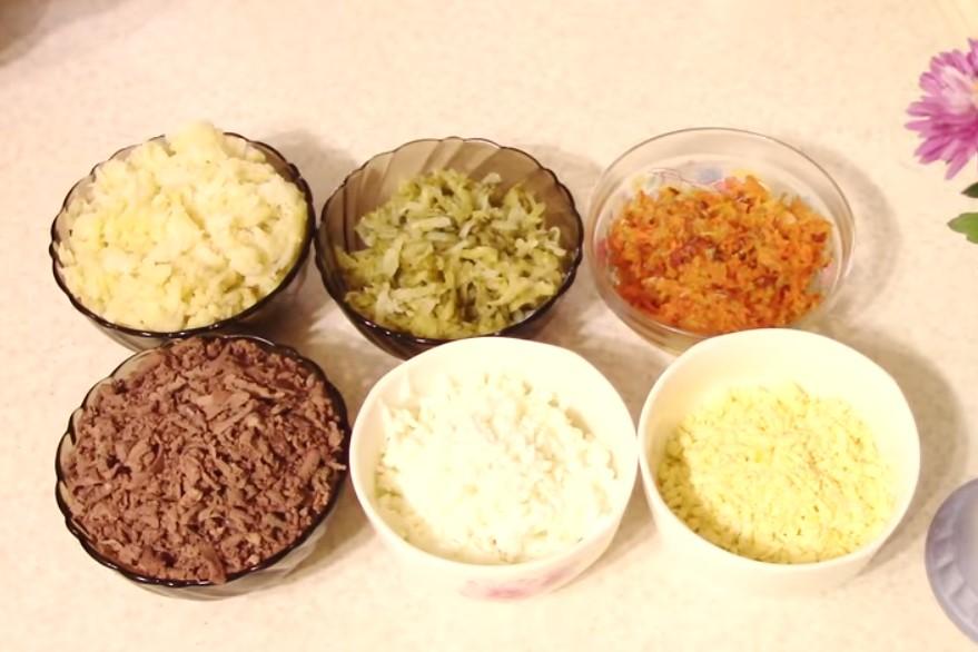 Красивый и вкусный салат — символ года!
