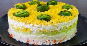 Мягкий салат с крабовыми палочками на праздник «Свежесть»