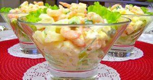 Простой, но вкусный салат без майонеза с креветками и ананасом