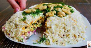 Салат «Славяночка» с маринованными грибами, куриным мясом и красным луком