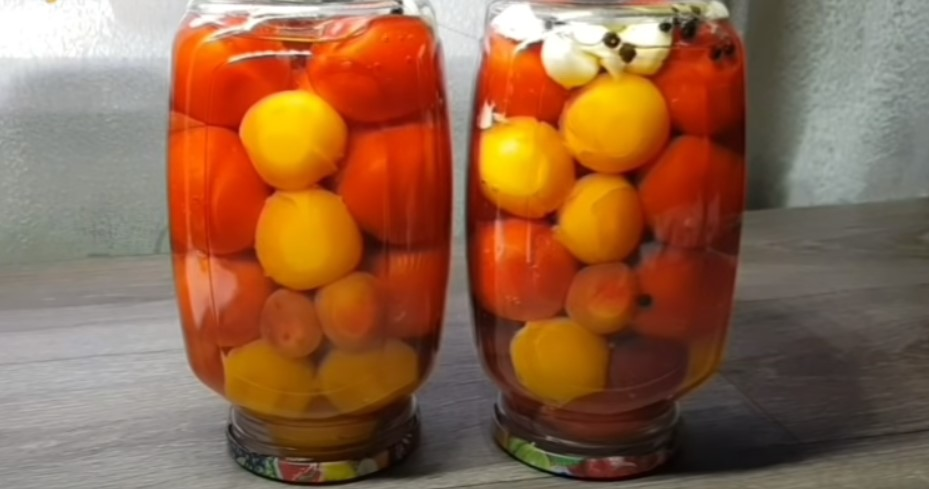 «И весь маринад выпиваем» — самые вкусные помидоры на зиму