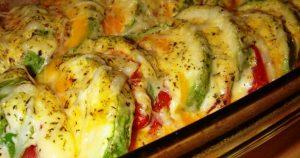 Рецепт для ценителей овощных блюд: кабачки с помидором и сыром в духовке