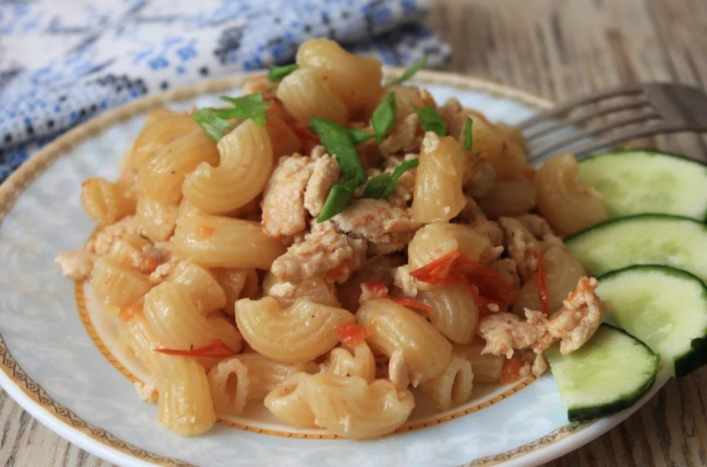 Уже давно перестала варить макароны, готовлю их теперь так: очень быстро и значительно меньше грязной посуды